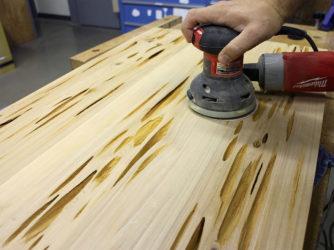 Как обработать столешницу из дерева?