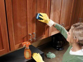 Чем чистить кухню из дерева?