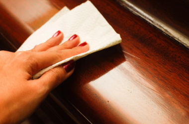Как убрать потертости с мебели?